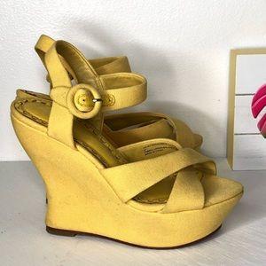 Alice + Olivia | wedge yellow sandal | sz 7